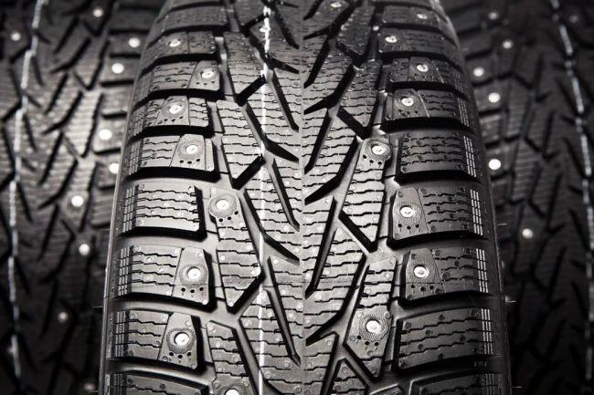 5 ошибок водителя, из-за которых из шин вылетают шипы 4