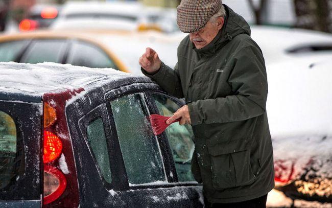 Как убрать лёд с замёрзшего стекла авто? 3