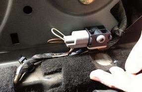 Расположение бокового датчика удара на Форд Фокус 2